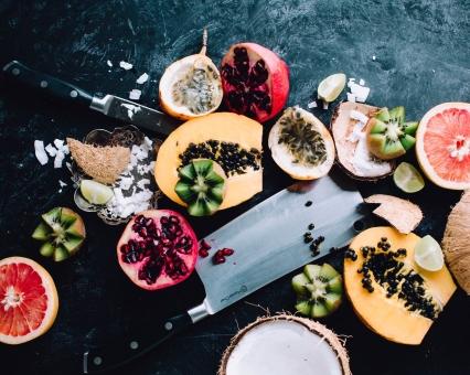 Südfrüchte, Obst, Papaya, Kokosnuss, Kiwi, Granatapfel, Blutorange, Messer