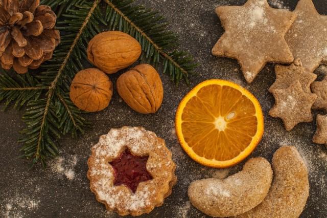 Kekse, Nüsse, Orangen